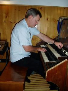 A rare sight: Frank Kimbrough at the Hammond organ! ScienSonic Laboratories, Aug. 2010